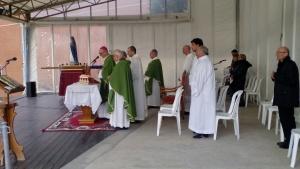 il vescovo durante la concelebrazione eucaristica