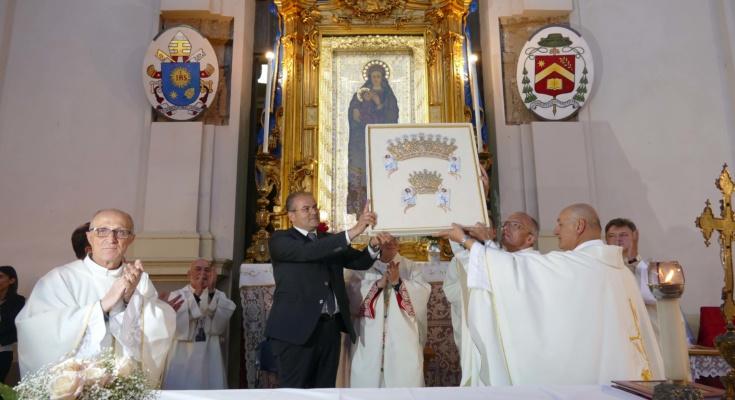 Risultati immagini per Una Icona della Madonna di Czestochowa nella Basilica Cattedrale di Crotone