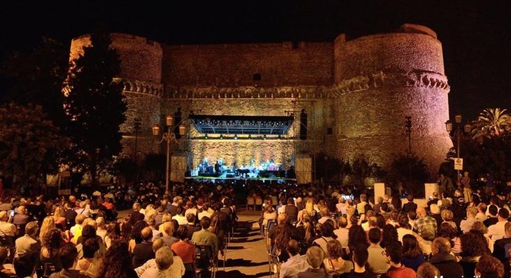 Calendario Concerti Calabria.Al Reggio Live Fest 2019 Domani Sera Il Concerto Di Levante
